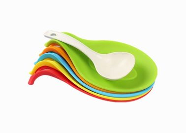 China Heat Resistant Silicone Kitchen Gadgets / Flexible Silicone Spoon Rest Holder supplier